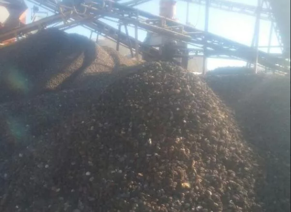 پوکه معدنی سیاه قروه توسط راننده