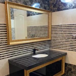 کابینت دستشویی پی وی سی قاب دار طلایی