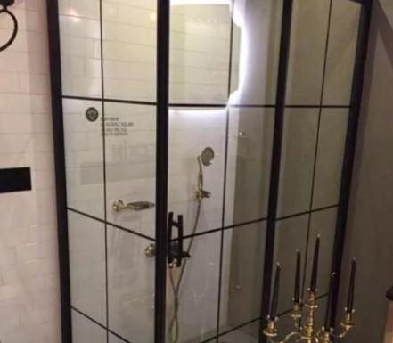 کابین دوش شیشه رنگ شده (طرح چهار خونه )