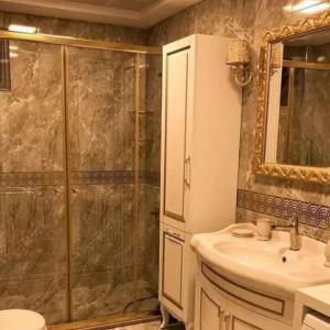 پارتیشن کابین دوش حمام فریم طلایی سنگین