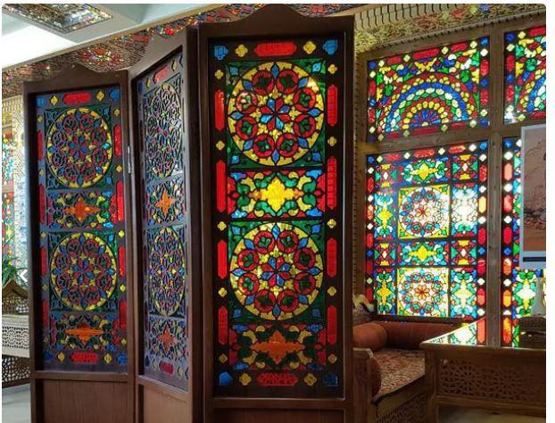 پاراوان پارتیشن چوبی با شیشه های رنگی زیبا