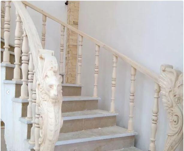 اجرای پله پیچ و نرده چوبی