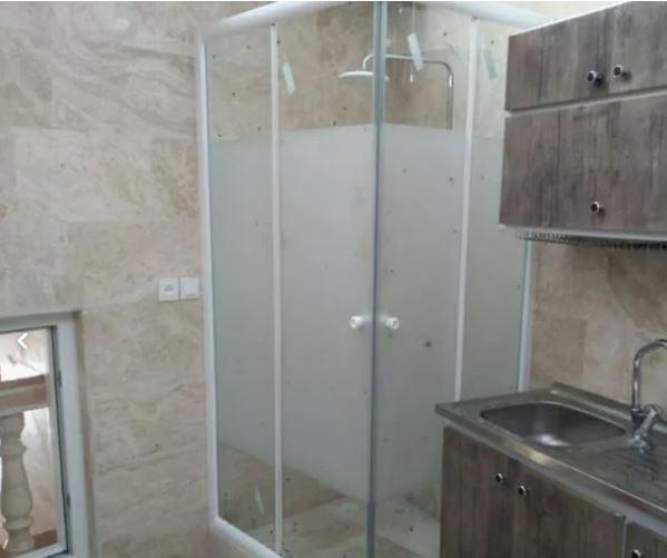 حمام شیشه ای و کابین دوش