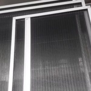 پنجره دوجداره و توری پلیسه
